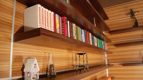 Деревянная полка для книг