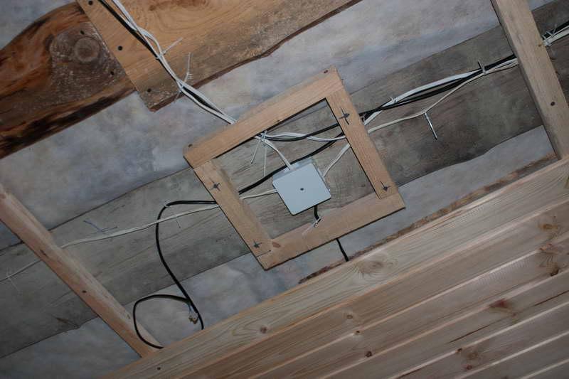Pose dun lambris pvc au plafond conseil travaux cergy for Faire un plafond en lambris